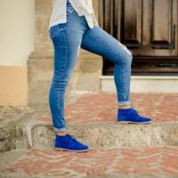 Botas pisacacas azul klein para mujer